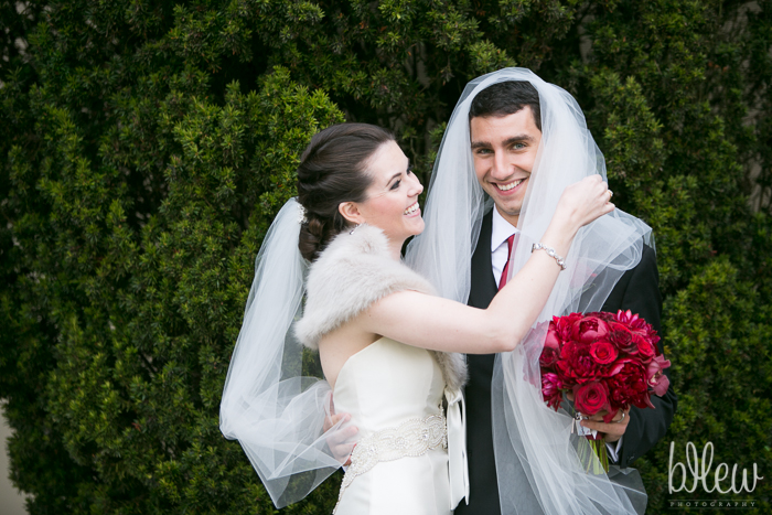 Mike trys Amy's veil